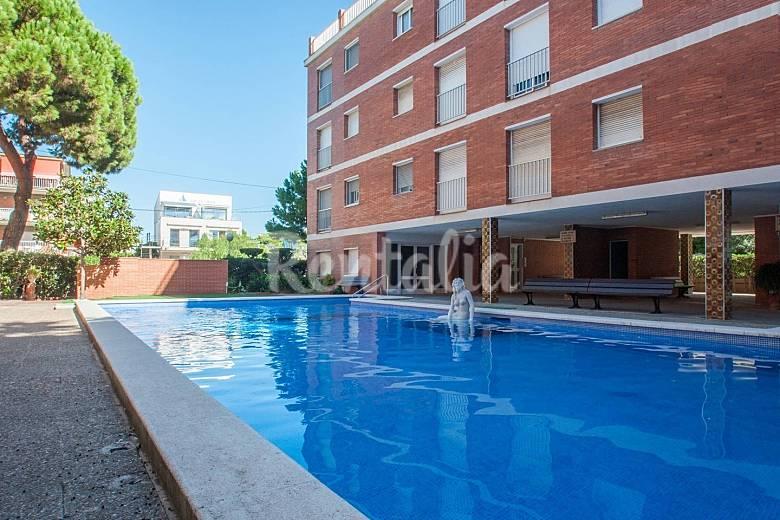 1a linea de mar apartamento para 6 personas en for Piscina castelldefels