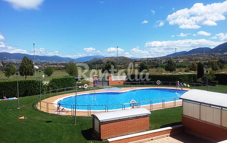 Apartamento para 4 personas wifi garaje y piscina jaca for Piscina jaca