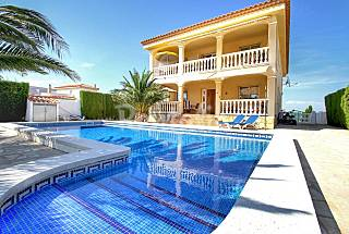 Villa for 10 people with swimming pool Tarragona
