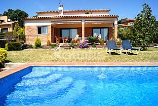 Villa for 9 people only 500 meters from the beach Barcelona