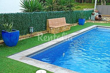 Casa judibar con piscina a 3 km de la playa riufred - Piscina devesa girona ...