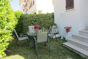 Preciosa casa adosada enfrente de la playa calafell for Apartamentos jardin playa larga tarragona