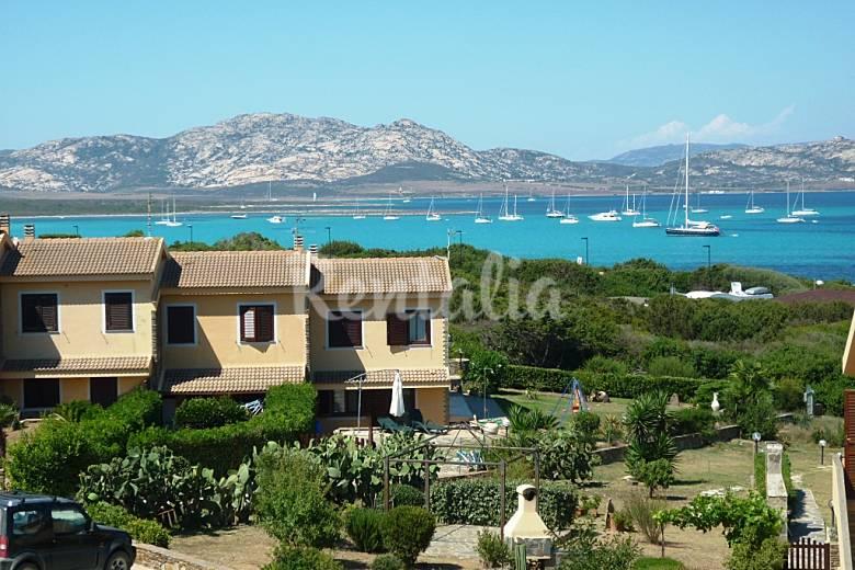 Splendida villetta su due piani a 300 m dal mare for Piani di casa con spazio di vita all aperto
