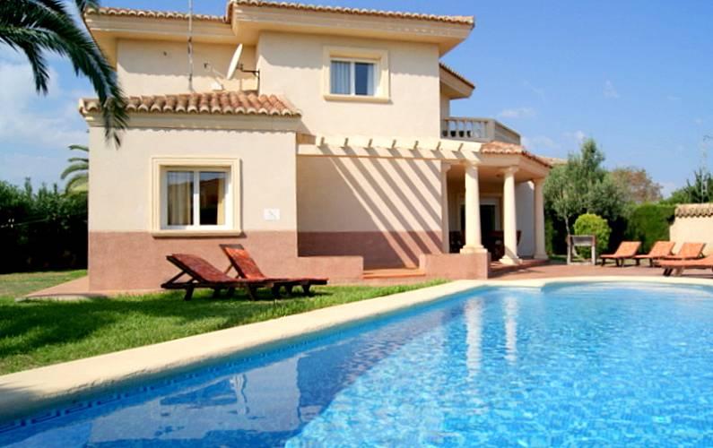 3e1c064f1bb54 Chalet de playa con jardin y piscina privada. Alicante - Exterior del aloj.