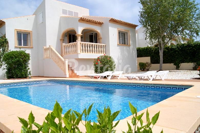 Villas con jardin y piscina privada 2km playa costa for Villas con piscina privada