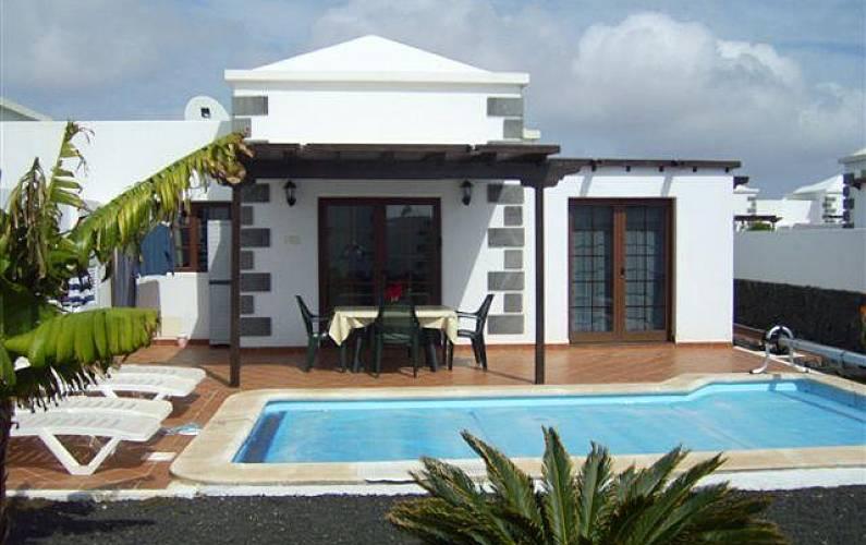 Villa con piscina privada climatizada jard n wifi playa blanca yaiza lanzarote parque - Habitacion piscina climatizada privada ...
