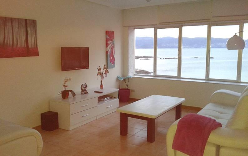 Apartamento para 8 pessoas em frente praia sanxenxo for Sala queen pontevedra