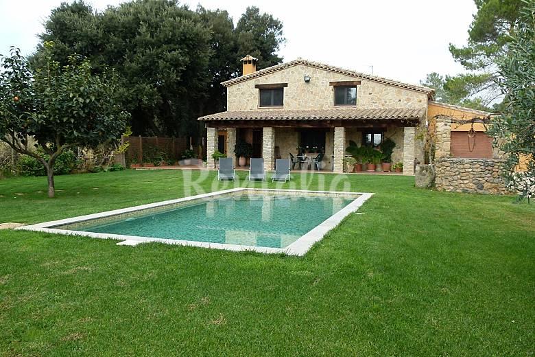 Mas del bosquet villa avec piscine llampaies saus for Piscine 20eme