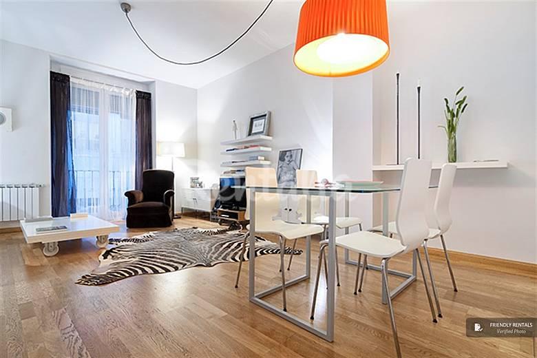 El apartamento senator en madrid madrid madrid camino for Licencia apartamento turistico madrid