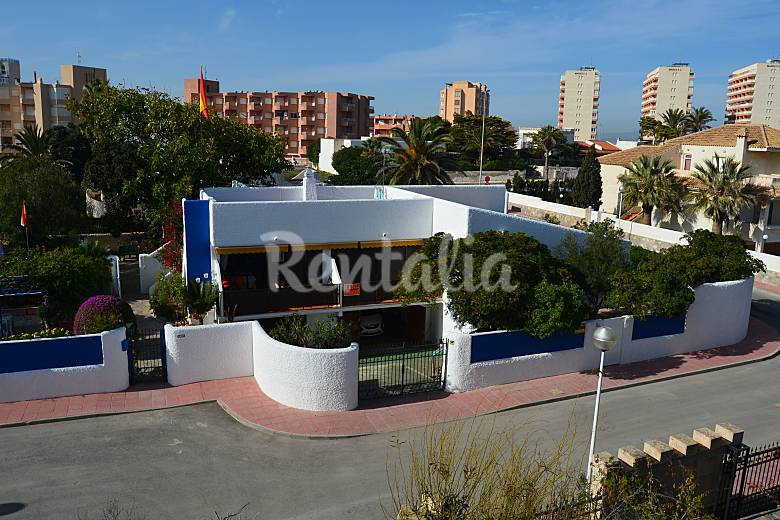 3 Apartments for rent on the beach front line Murcia