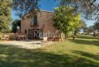 Casa con jardín de 10000 m2 y piscina privada Girona/Gerona