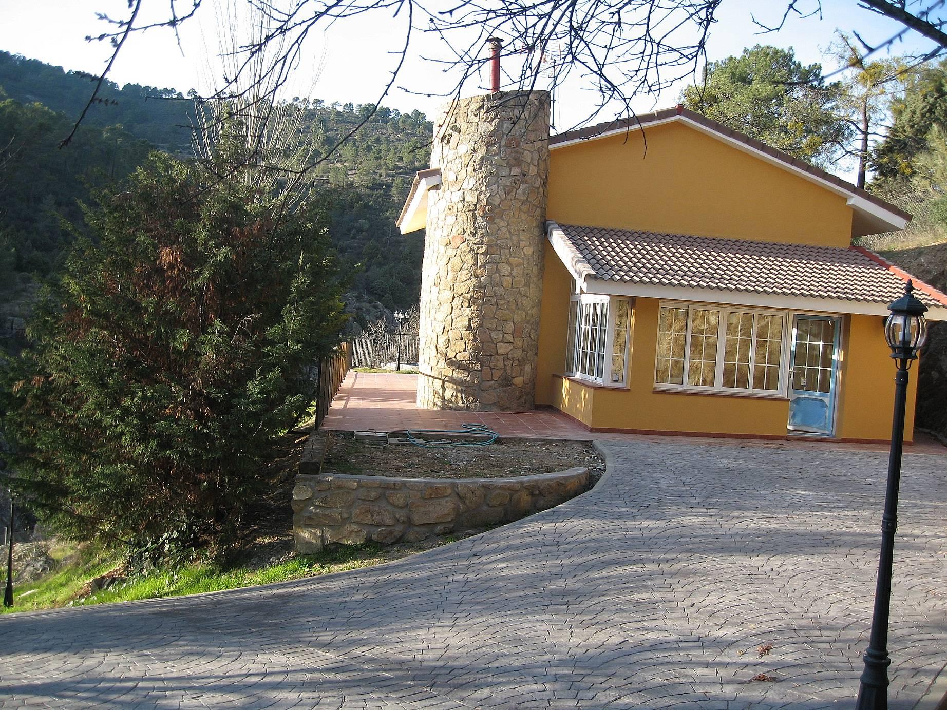 Alquiler vacaciones apartamentos y casas rurales en for Alquiler verano sierra madrid piscina