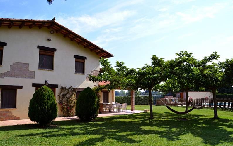 Can Jardín Girona/Gerona Vilobí d'Onyar Casa en entorno rural - Jardín