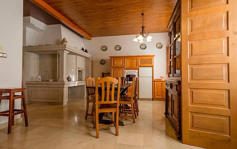 2 Dining-room A Coruña Cedeira Apartment - Dining-room