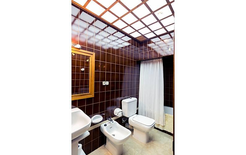 2 Bathroom A Coruña Cedeira Apartment - Bathroom