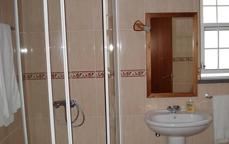2 Casa-de-banho Ilha do Pico Lajes do Pico Casas - Casa-de-banho