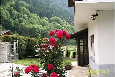 Villa in affitto con giardino privato Aosta