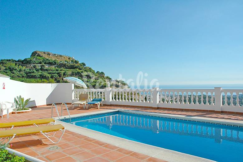 Villa arabe en alquiler a 8 4 km de la playa frigiliana for Piscina publica malaga
