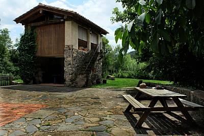 CABAÑA de piedra. Parque natural de los volcanes Girona/Gerona