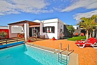 Villa Arianne - Modern Luxury close to the beach  Lanzarote