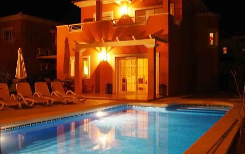 Villa en alquiler con piscina privada ba os y mendigo for Alquiler villas con piscina privada