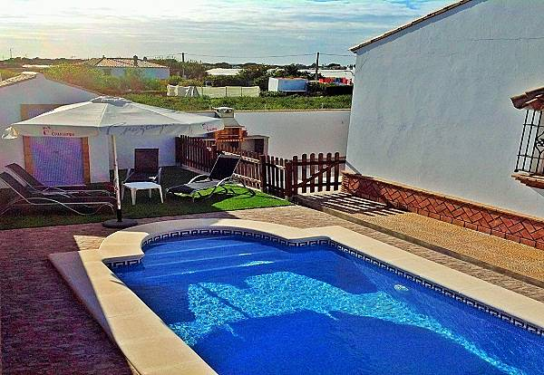 Casas manoli con piscina privada barrio nuevo conil de for Casas con piscina privada en cadiz