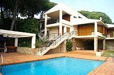 Villa for 10-12 people 2 km from the beach Barcelona