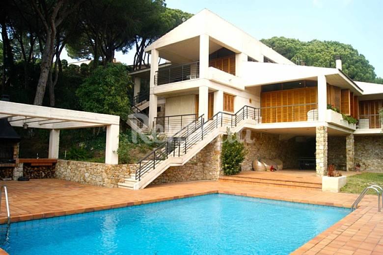 Villa para 10 12 personas a 2 km de la playa sant andreu for Piscina sant andreu