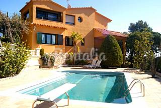 Villa with private pool and tennis court for 12pax Barcelona