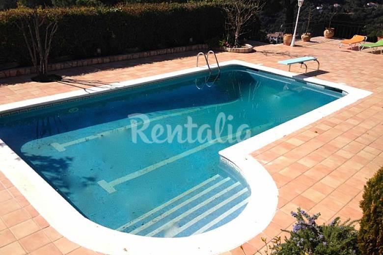 Villa avec piscine priv e et court de tennis castella d for Villa barcelone avec piscine