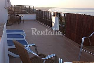 2 Apartamentos, junto al mar accesos playa,  50 m. Cádiz