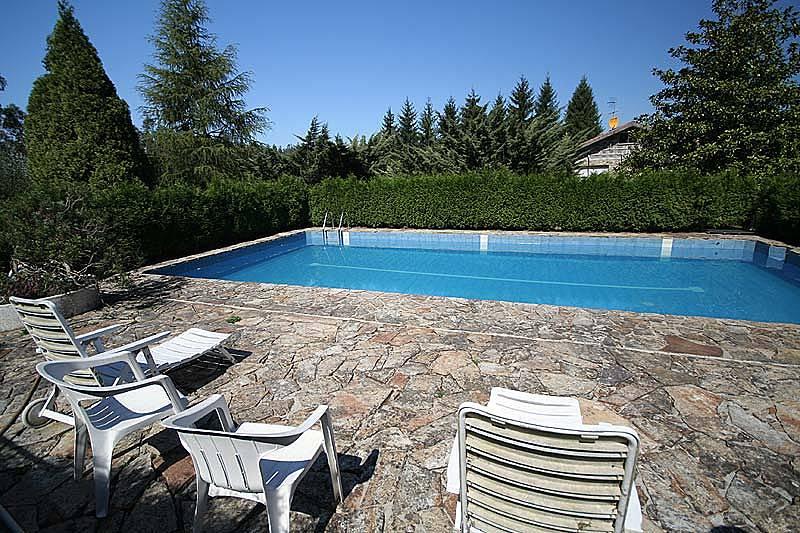 Villa en alquiler con piscina zaramacedo santiago de - Piscina santiago de compostela ...