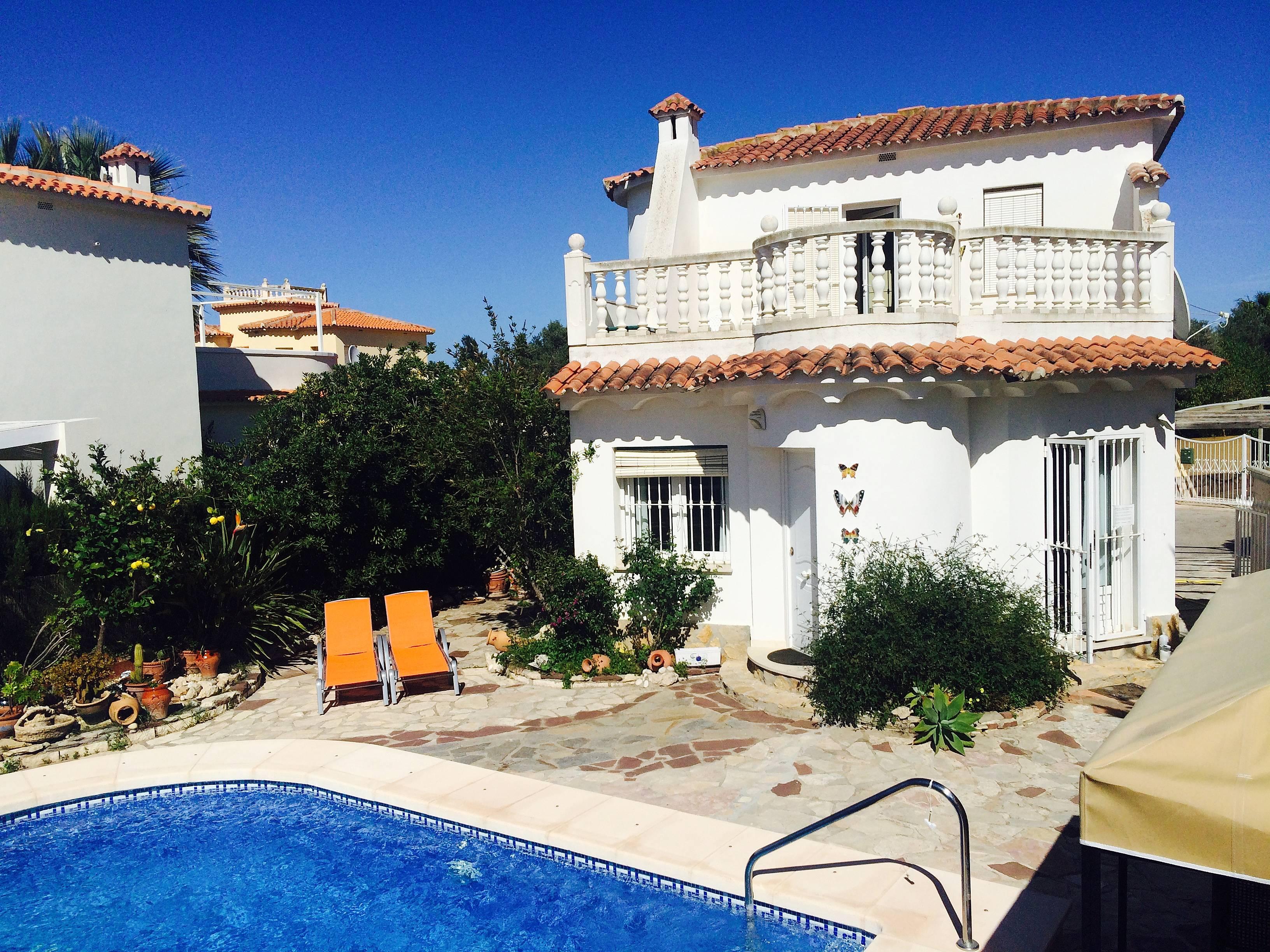 Villa jardin priv e et piscine 500 m de la plage oliva for Piscine jardin valence