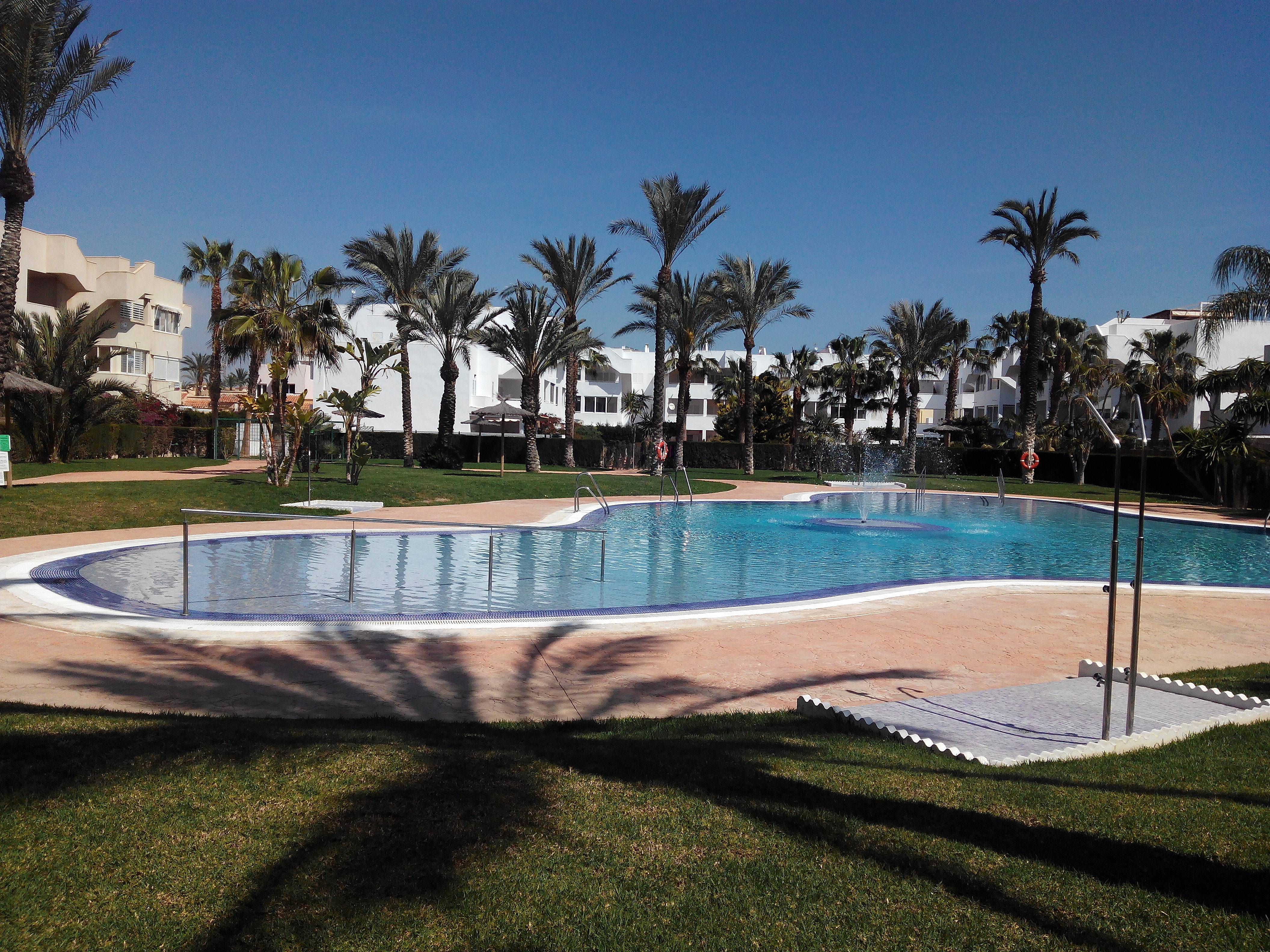 esta noche charla flaco cerca de Almería