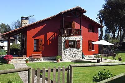 Casa de 3 habitaciones a 2.5 km de la playa Asturias