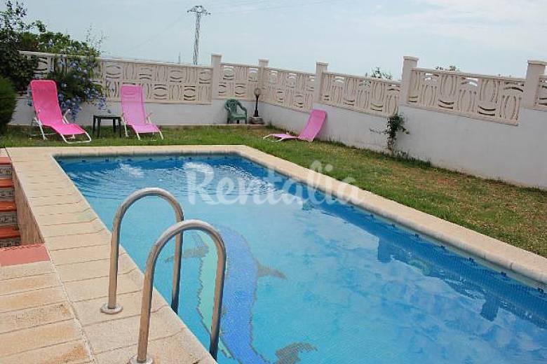 Chalet con piscina privada castell n for Piscinas castellon