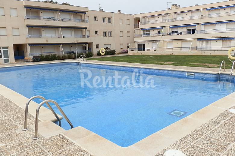 Apartamento para 2 3 personas a 300 m de la playa for Piscina amposta