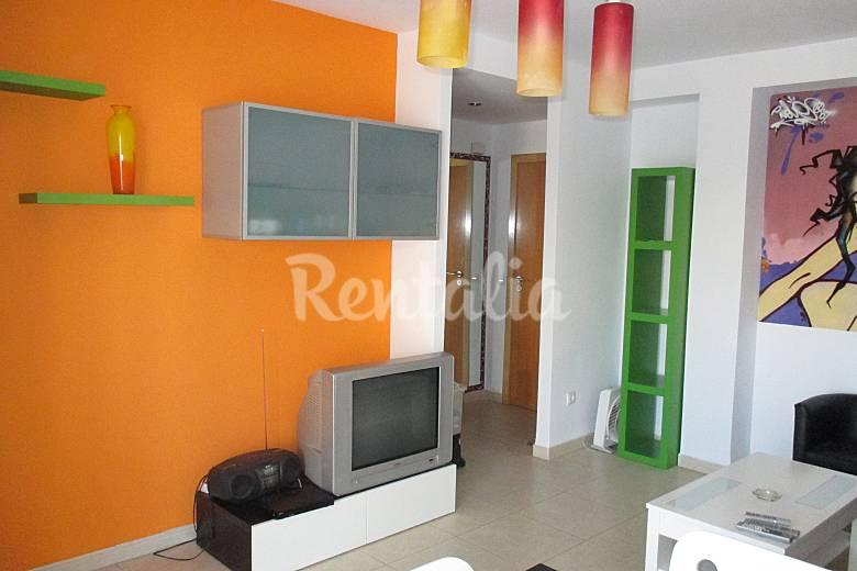 Apartamento de 2 habitaciones con piscina grau i platja for Habitaciones con piscina dentro