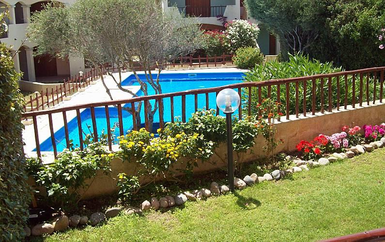 Grazioso bilocale con giardino e piscina la ficaccia for Piscina santa teresa