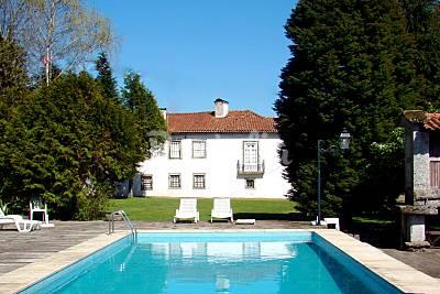 Casa das Paredes-Solar c/belos jardins e piscinas  Braga