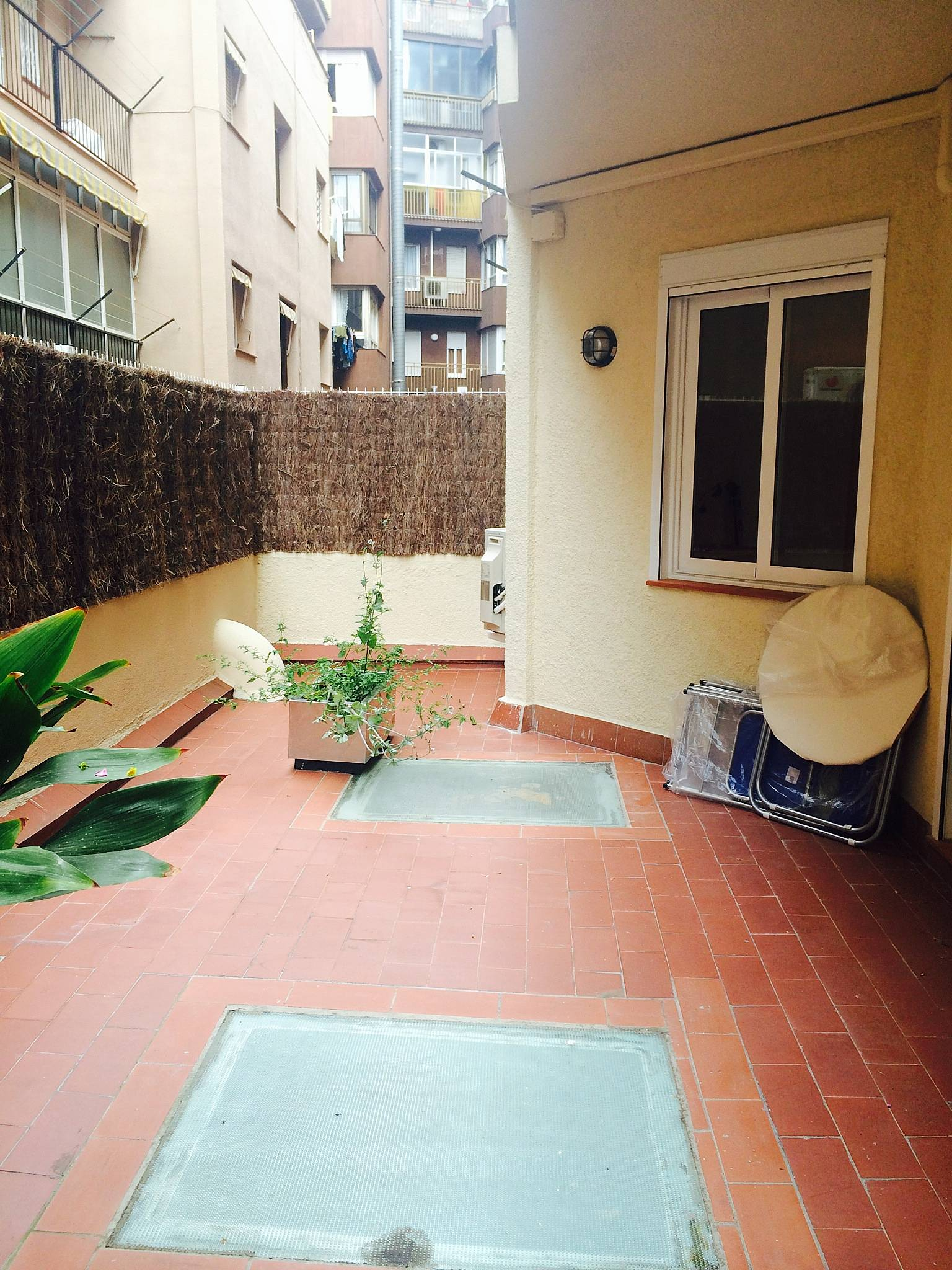Appartamento con 3 stanze nel centro di barcelona for Stanza in affitto barcellona