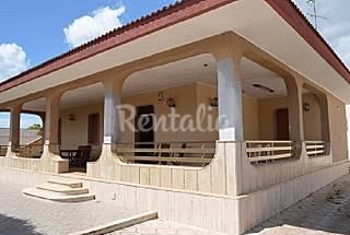 Villa per 11-13 persone a 100 m dalla spiaggia Lecce