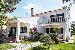Villa with garden close to the beach Fonte da Tel Setúbal