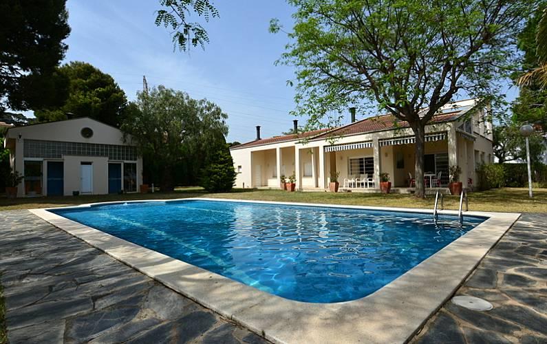 Villa con 6 stanze a 1000 m dalla spiaggia barri maritim for Piscina el vendrell