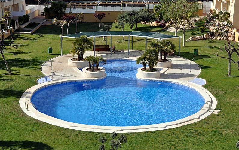 Apartamento con zona comunitaria y piscina roda de bar for Piscina en catalan