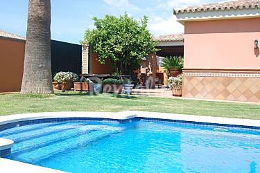 Chalet con piscina privada fuenterrabia fuentebrav a el for Piscina municipal el puerto de santa maria