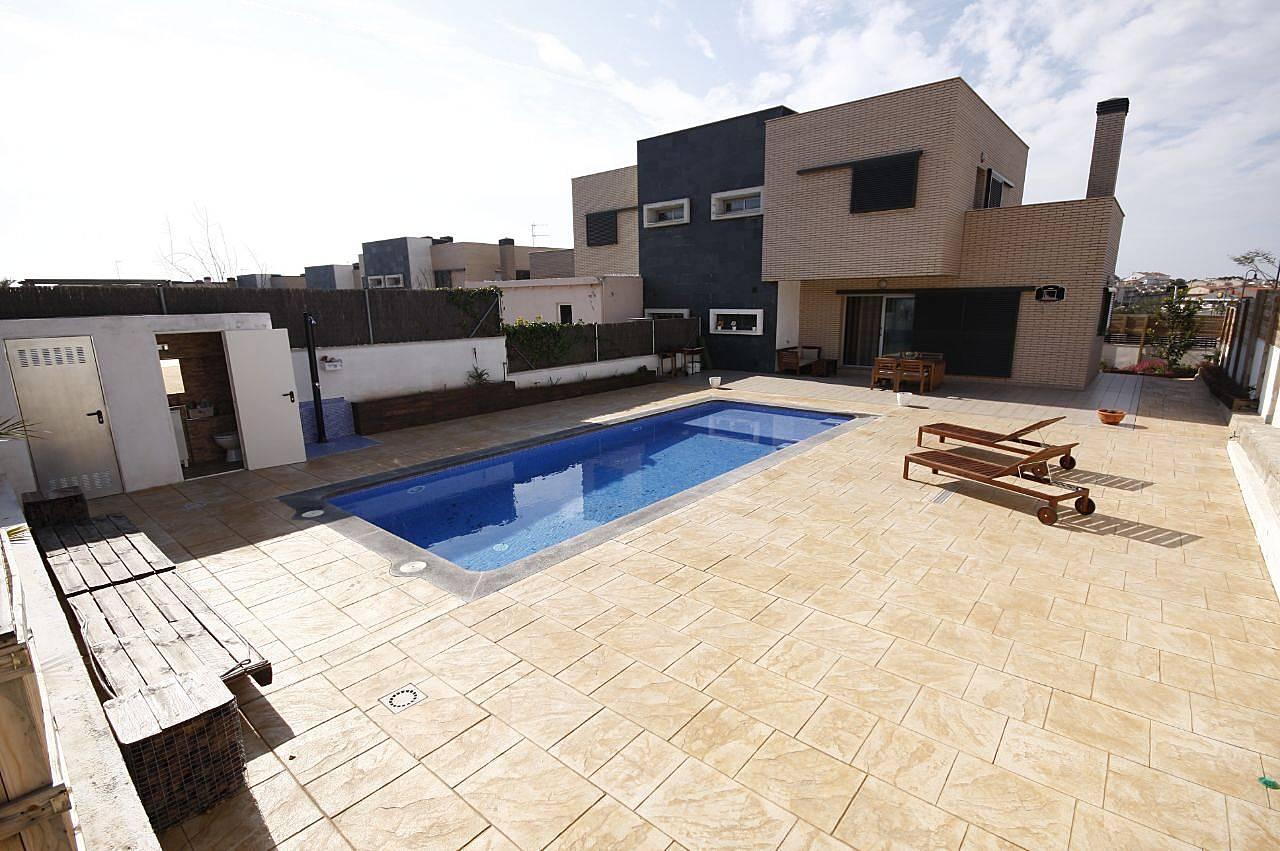 Casa con piscina sala de cine y wifi roda de bar for Sala 0 tarragona