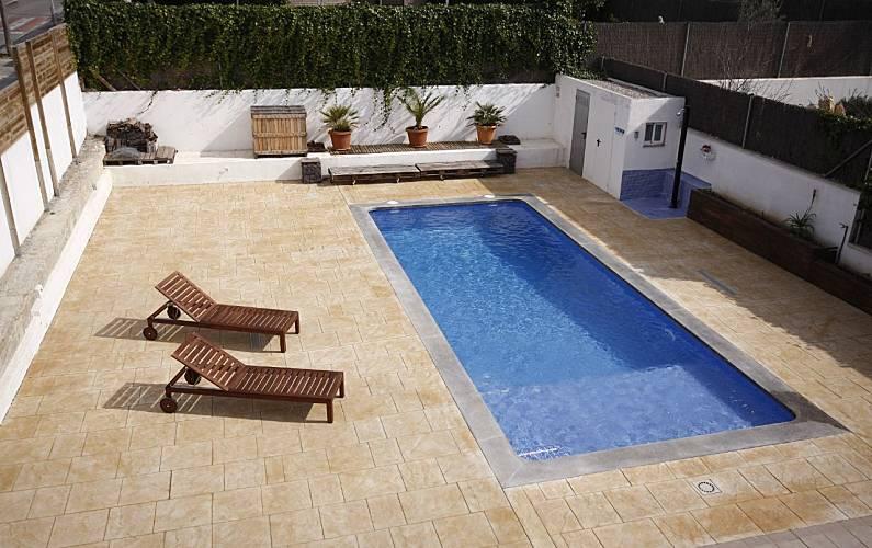 Casa con piscina sala de cine y wifi roda de bar for Piscina en catalan