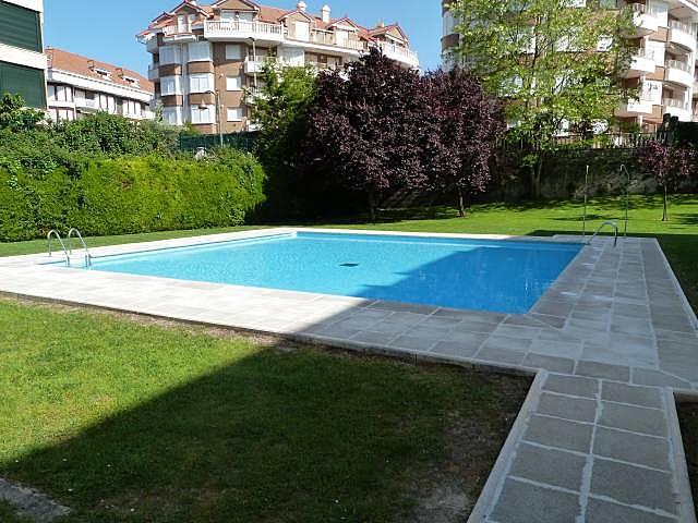 Piso a 500mts de la playa con piscina noja for Piscinas trobajo del camino