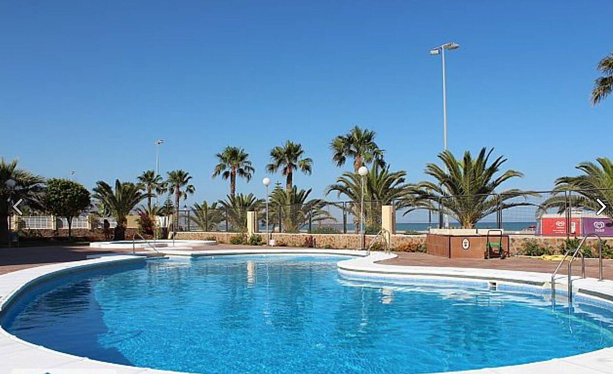 1 l nea de playa piscina acceso a playa roquetas de for Piscinas almeria